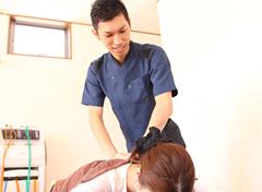 鈴鹿やまもと接骨院:骨盤矯正・産後骨盤矯正の施術写真